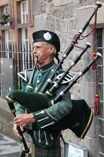 bagpipes-215549_640