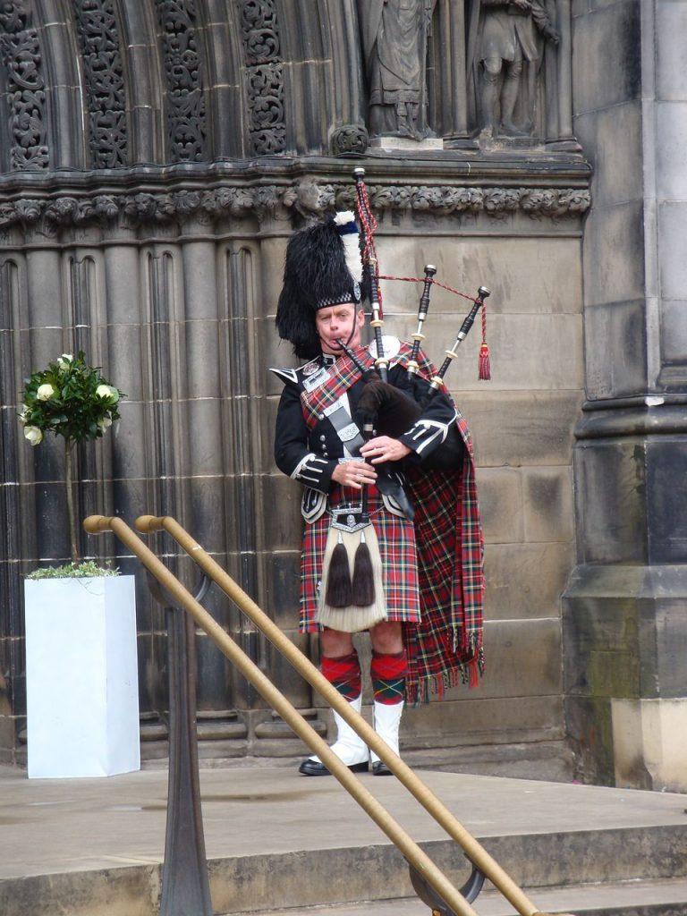 suonatore di cornamusa - strumenti scozzesi - canzone cornamusa