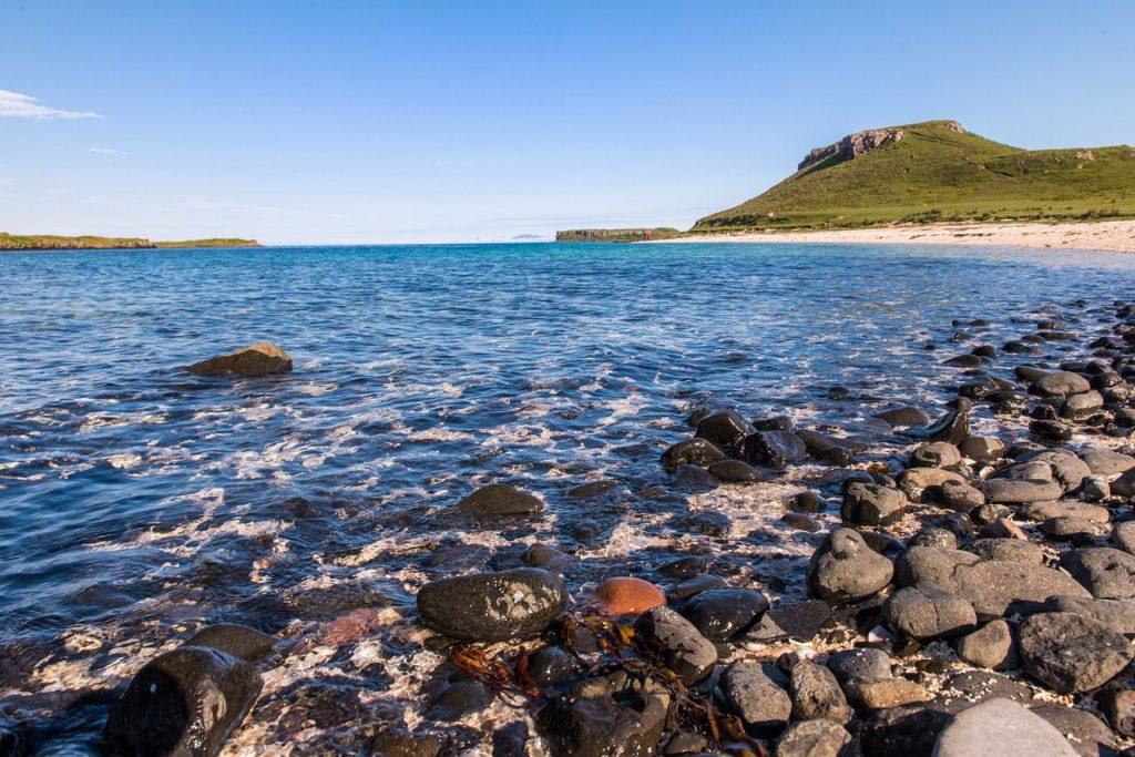 spiaggia e rocce