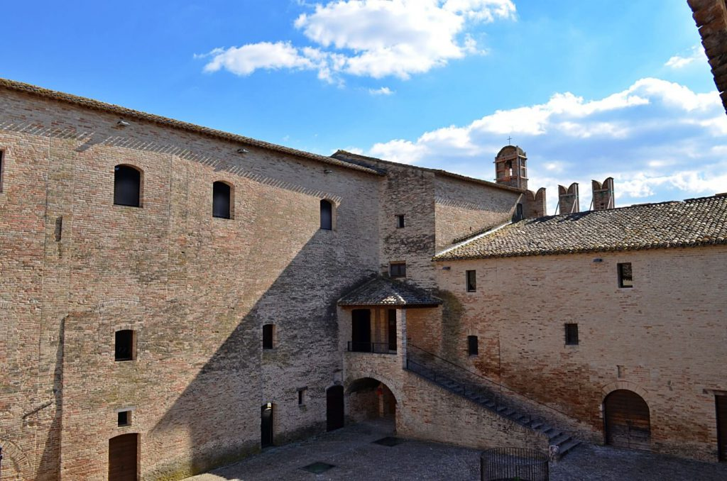 castello della rancia tolentino - visitare le marche
