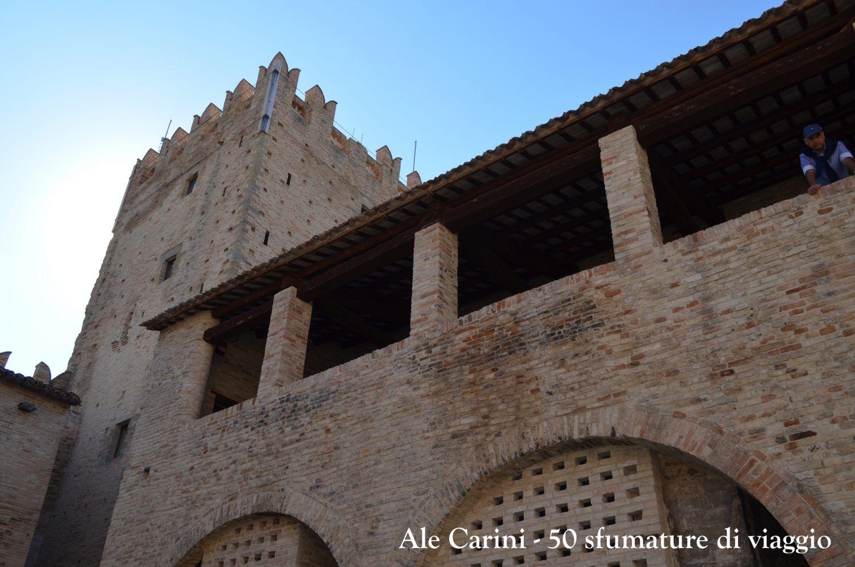 torre e interno di castello