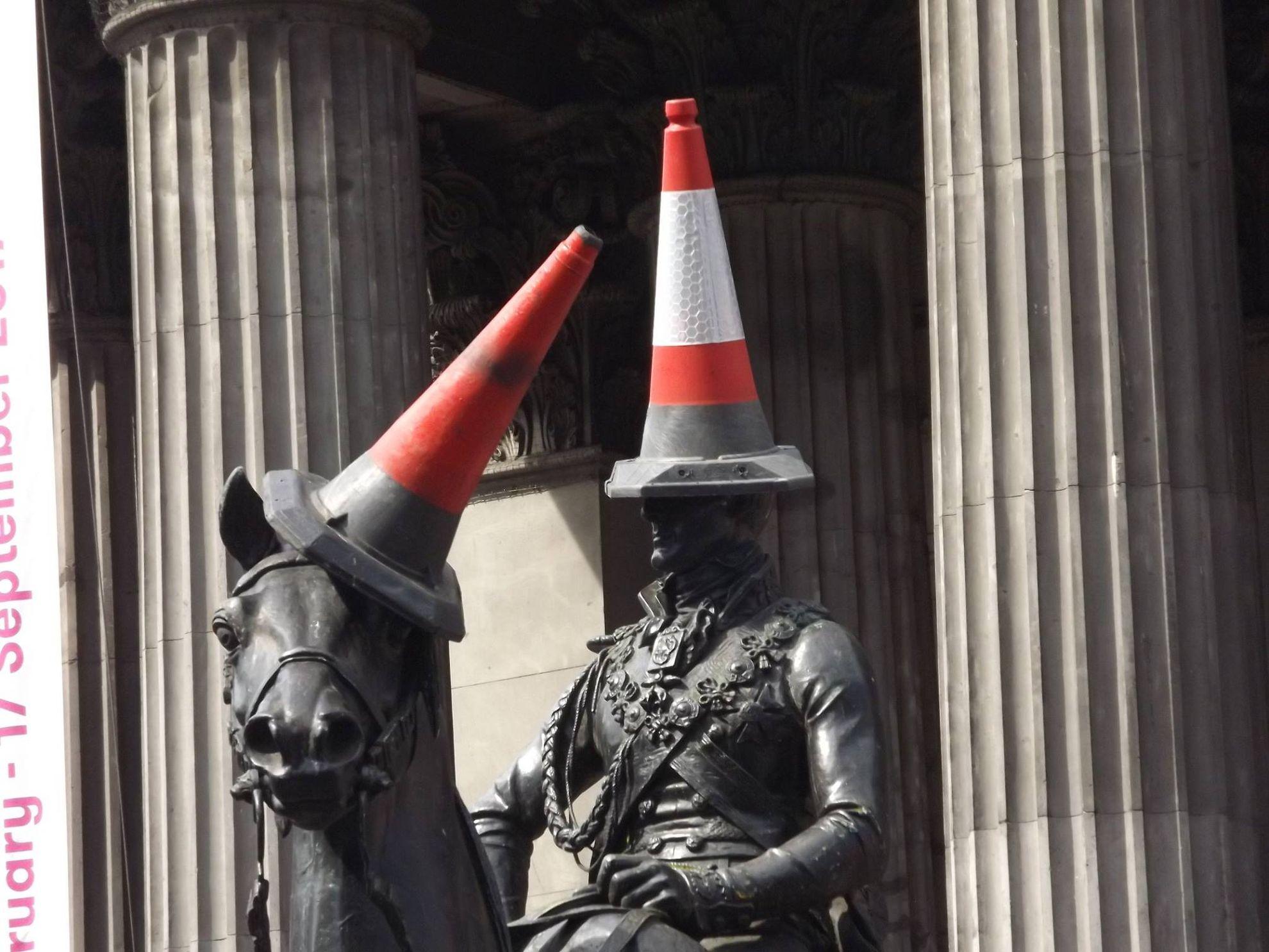 statua con cappello