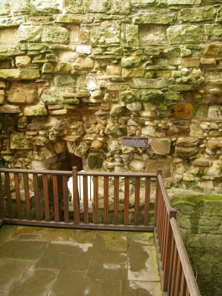 balaustra di legno e mura