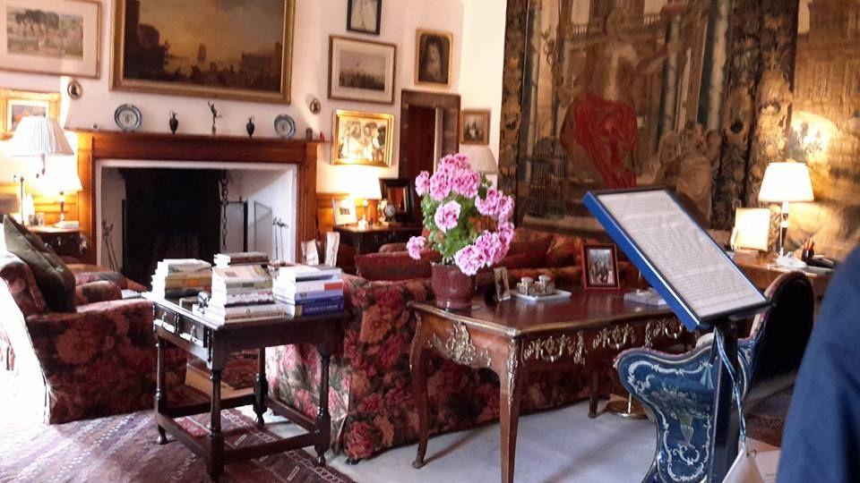 cawdor, salotto, fiori, caminetto