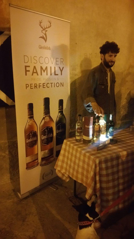 tavolino, whisky, persona