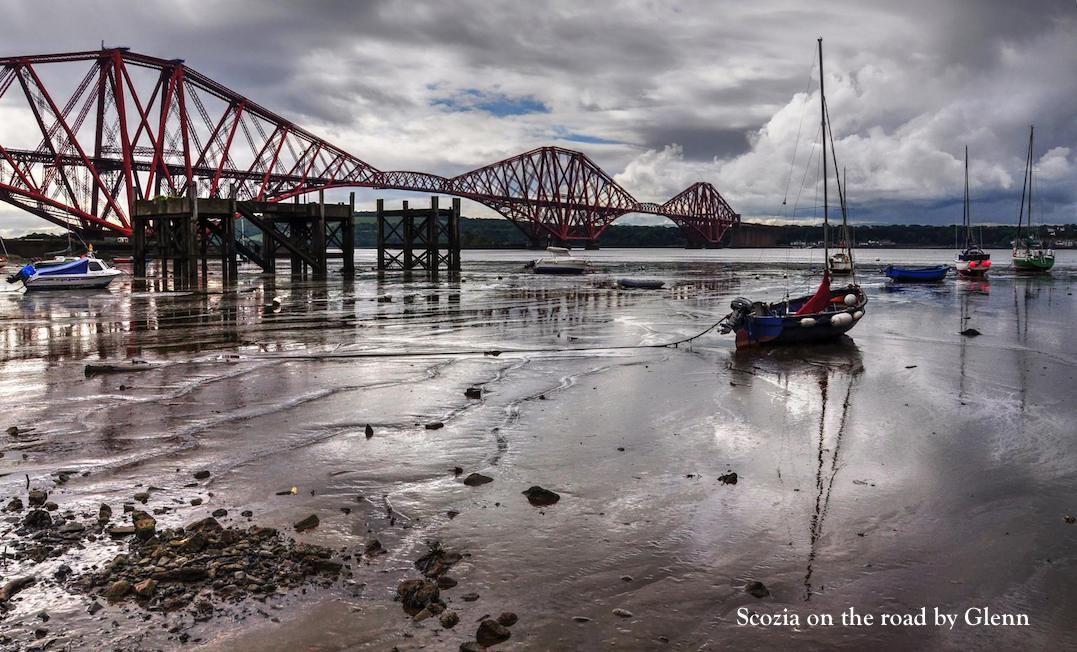 ponte rosso, barca e spiaggia