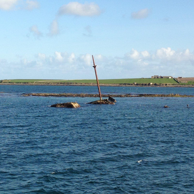 resti di relitti in mare