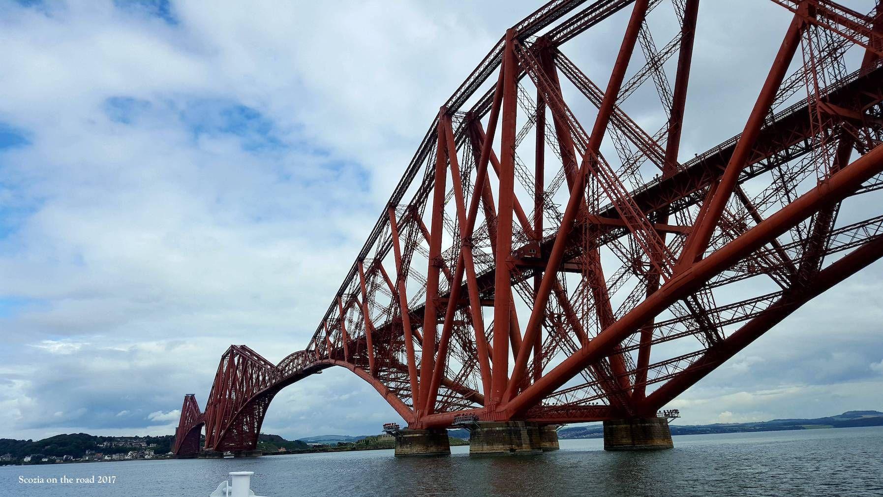 ponte rosso sul mare