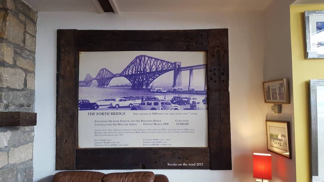 interno di ristorante con quadro