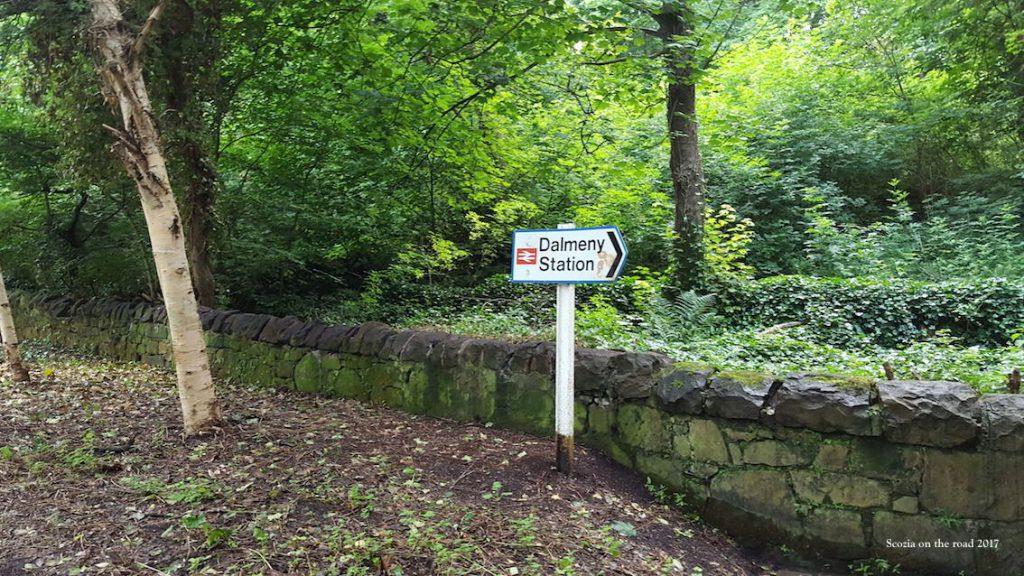 passaggio nel bosco da south queensferry fino alla stazione