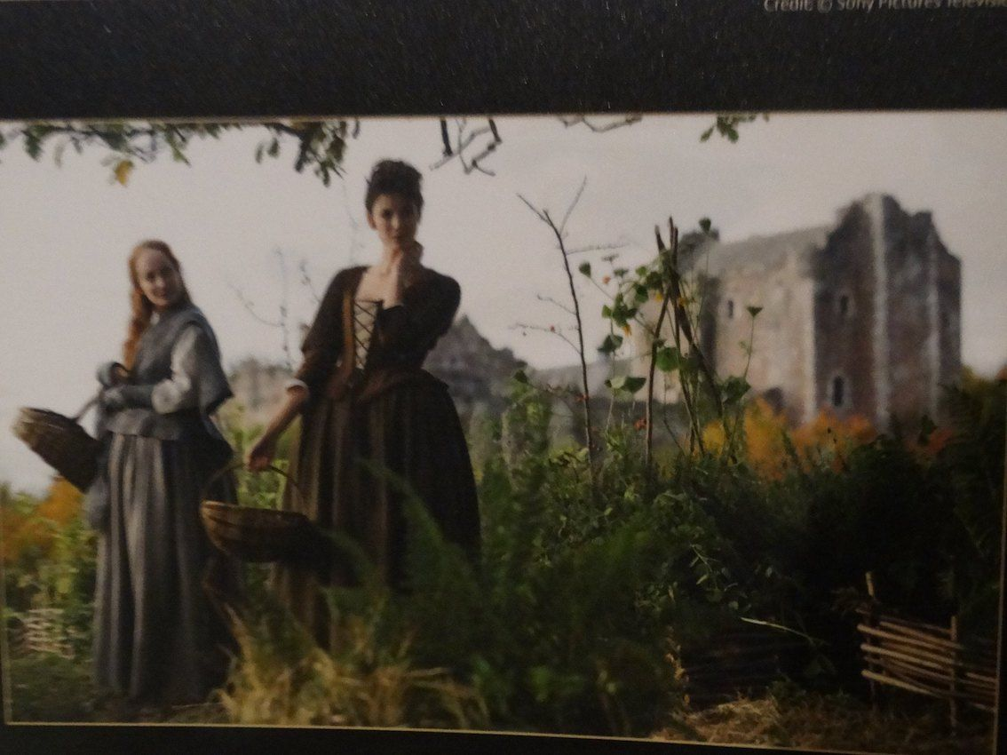 immagine di telefilm, due donne