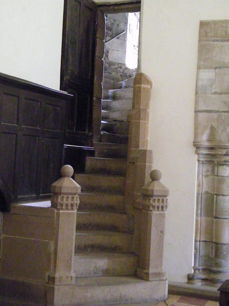 scalinata di marmo, interno castello