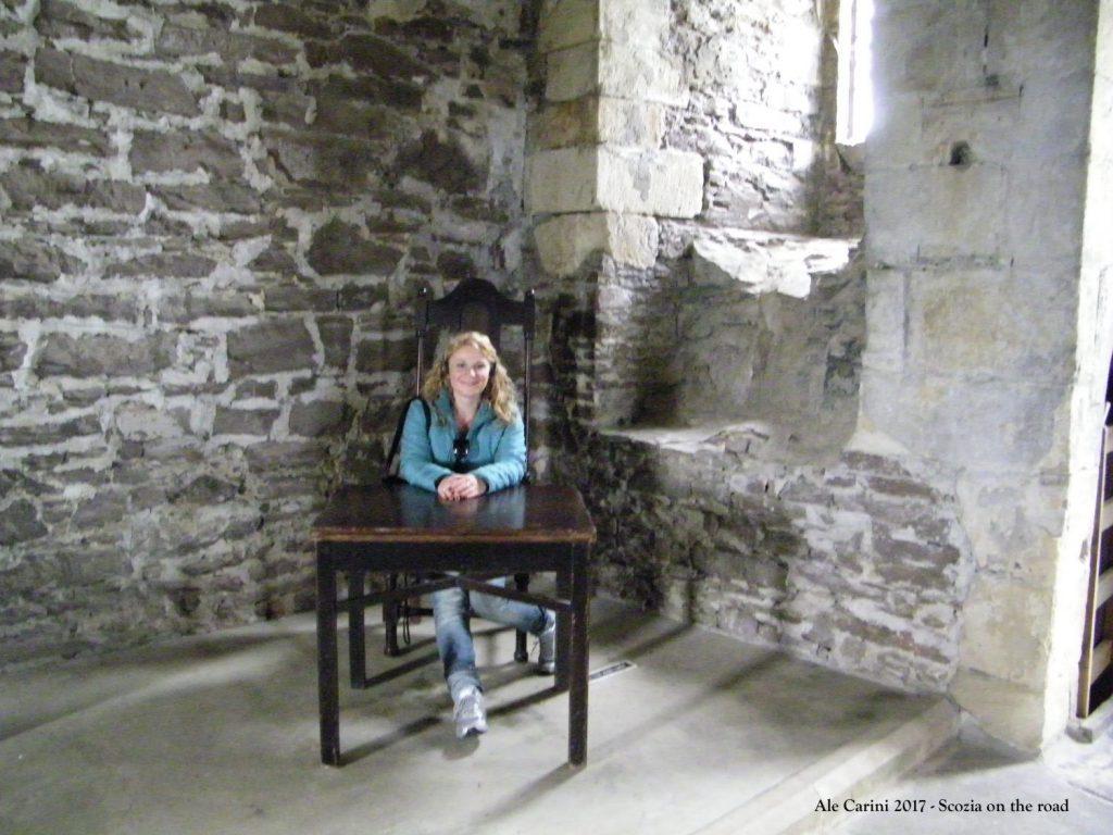 tavolo di legno, persona, castello