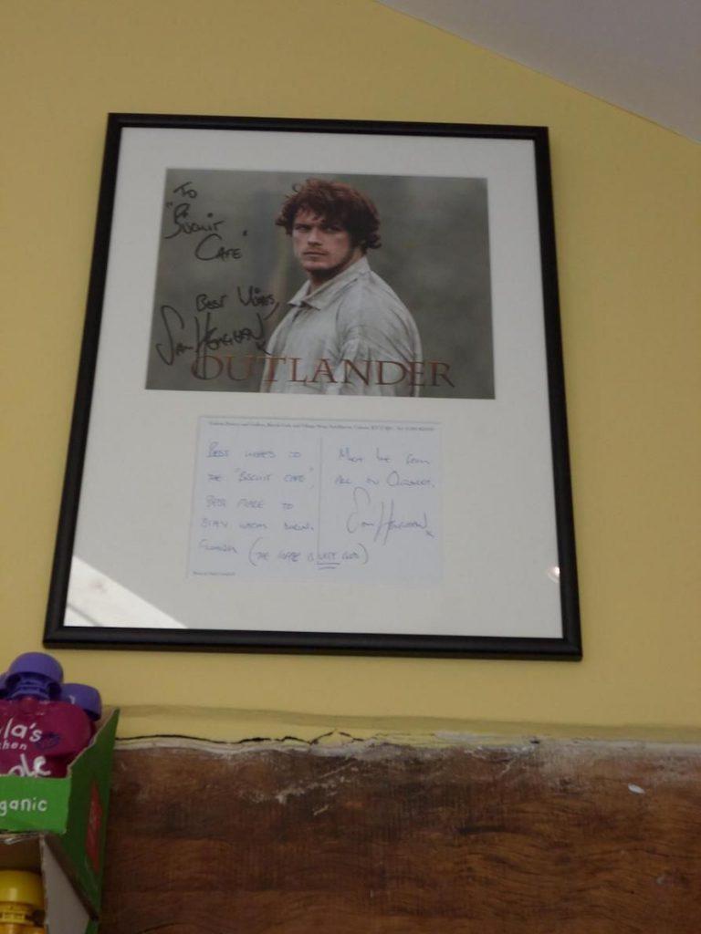 poster con dedica di attori di outlander