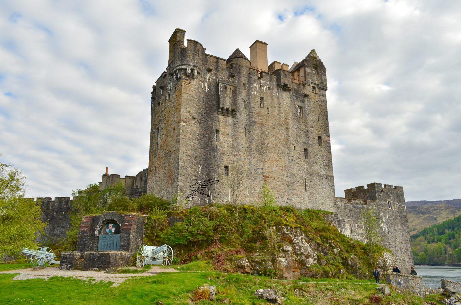 Eilean Donan castle - war memorial