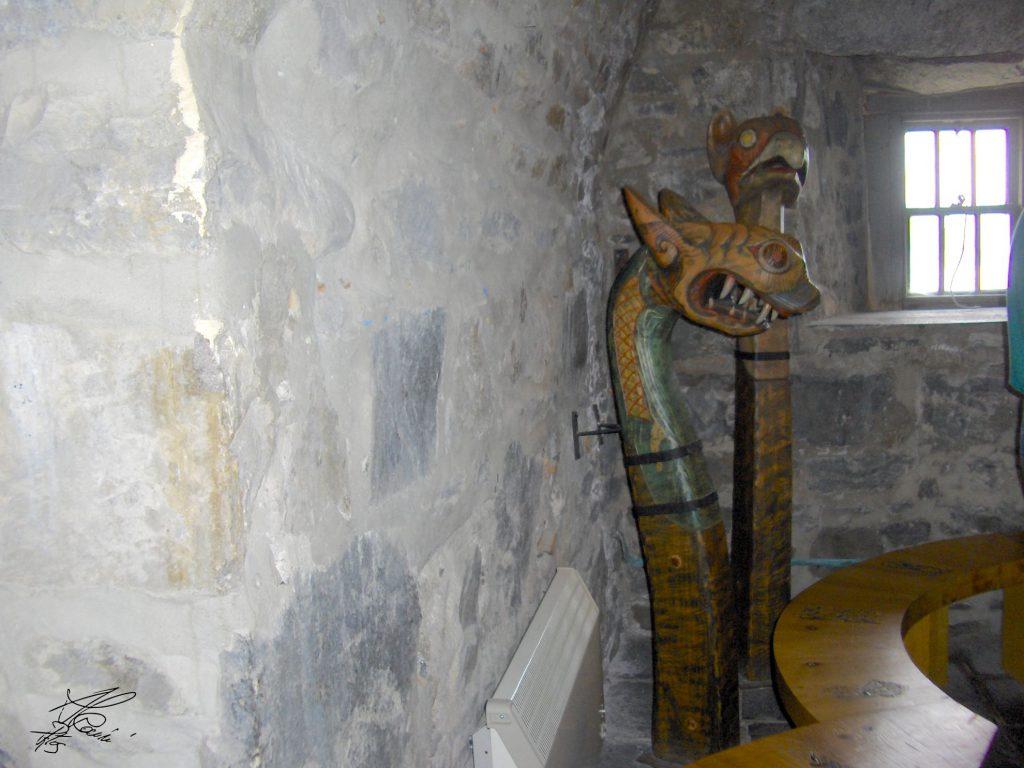 statue di legno, stanza vecchia