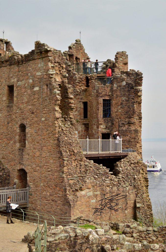 the grant tower - castello loch ness - scozia