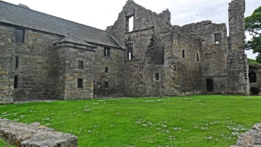 aberdour castle, fife, scozia
