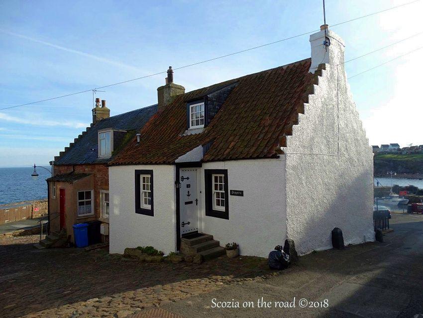 crail, casa bianca, tetto rosso
