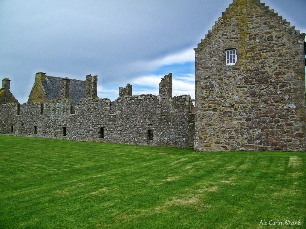 dunnottar castle, interno della corte, castello