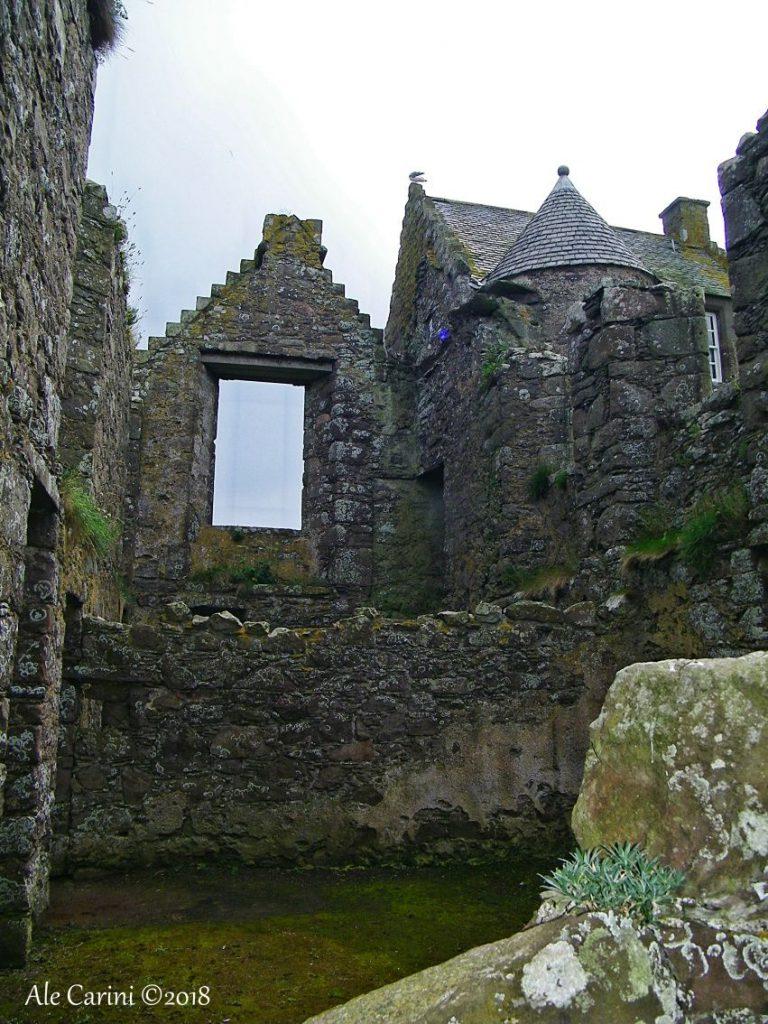 dunnottar castle, resti di edifici
