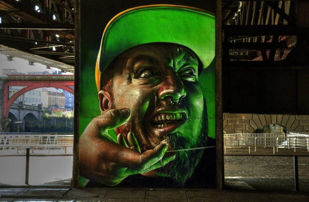 murales faccia di uomo
