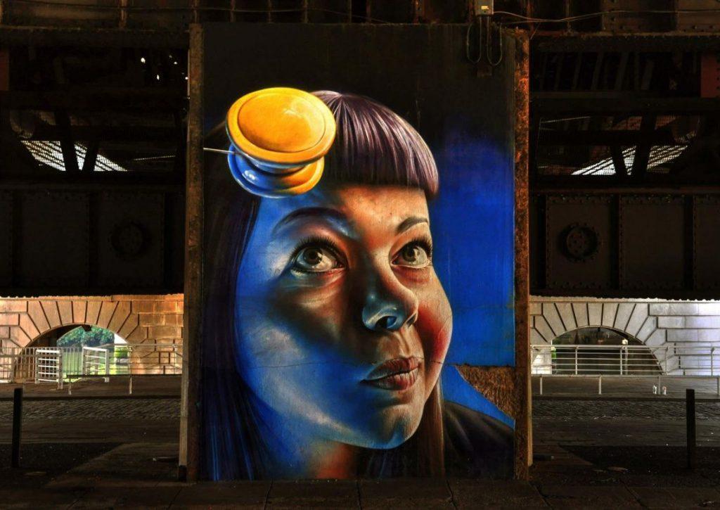 murales, faccia di donna