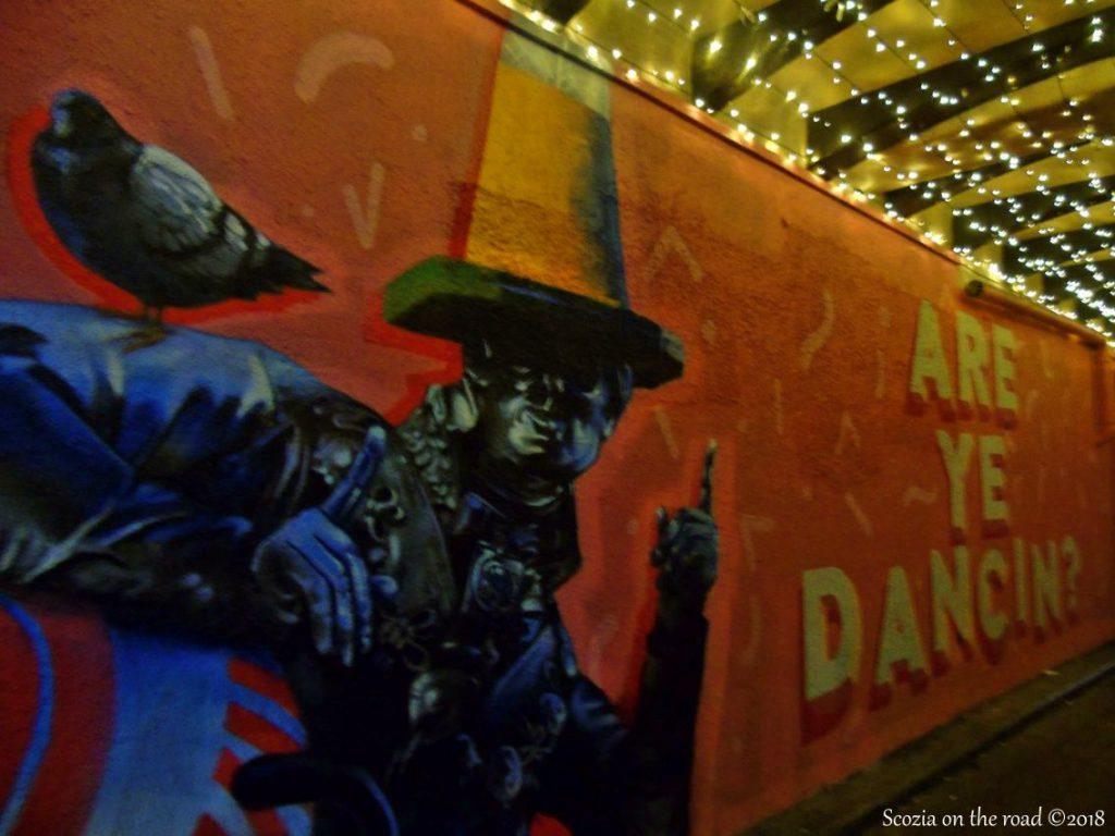 murales, uomo con cono in testa