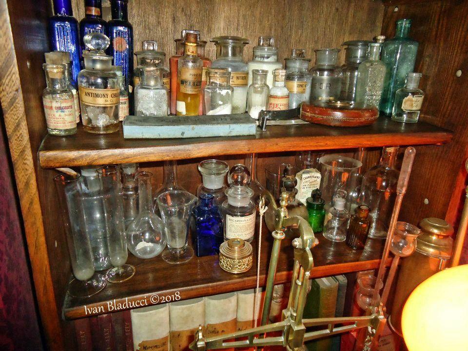 provette e pozioni, museo sherlock holmes londra
