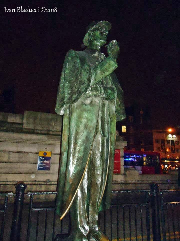 museo sherlock holmes statua