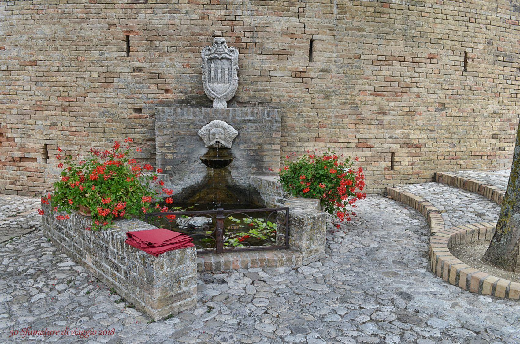 moresco, fontana, piazza della città