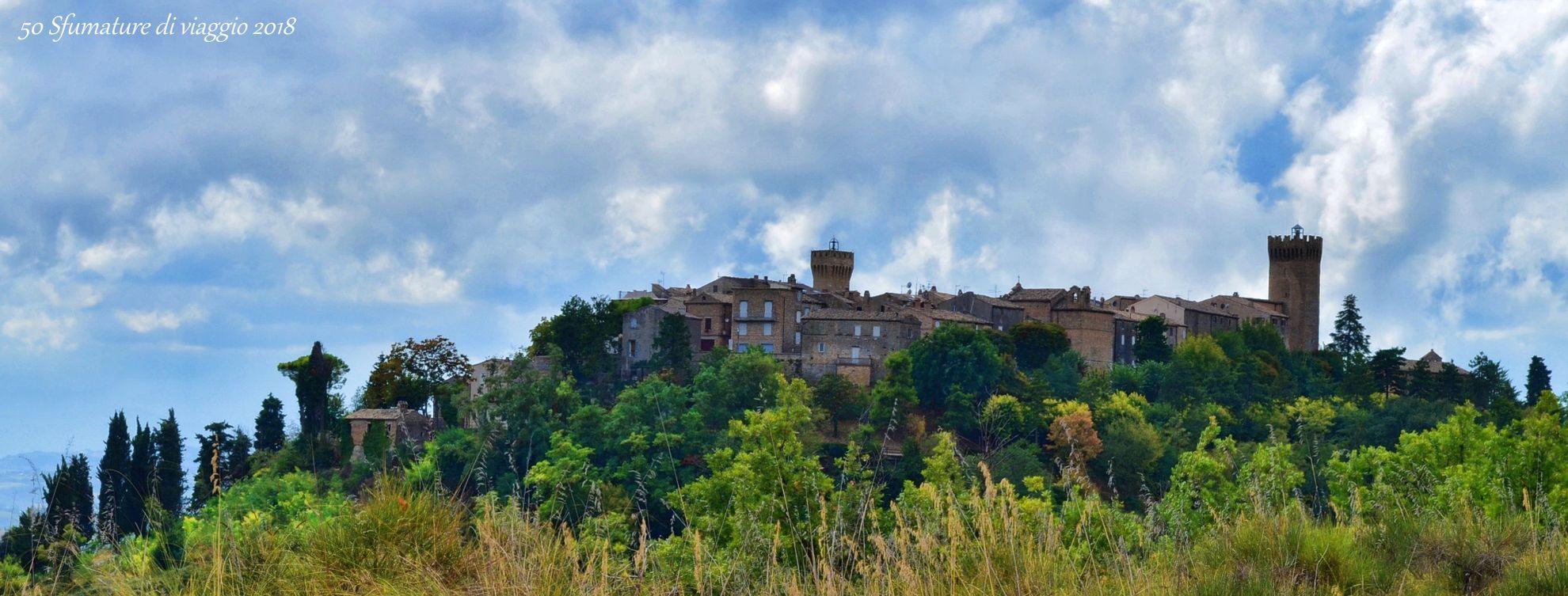 moresco, il castello, marche, vista del borgo