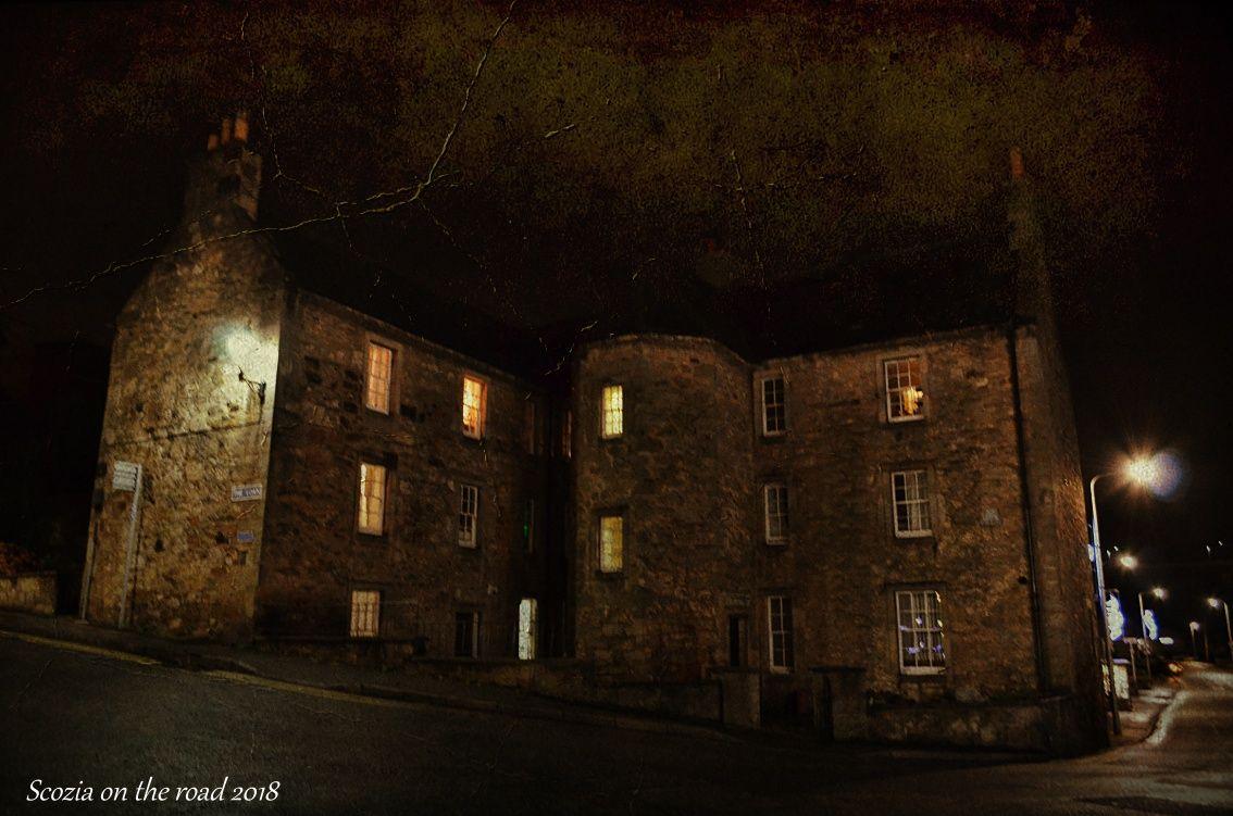 edificio storico di notte