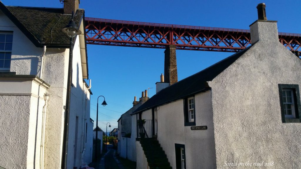 ponte rosso e case, north queensferry
