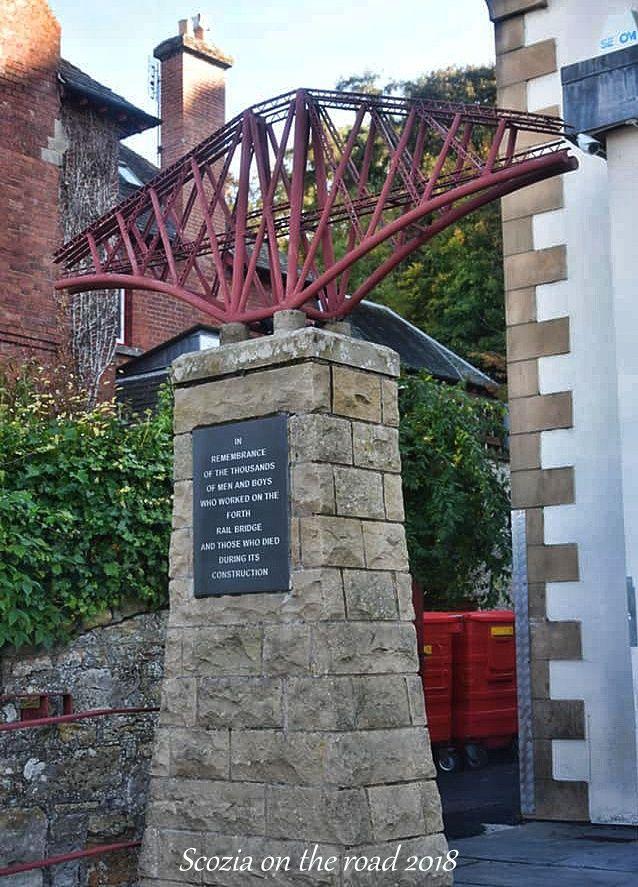colonna con piccolo ponte, memoriale