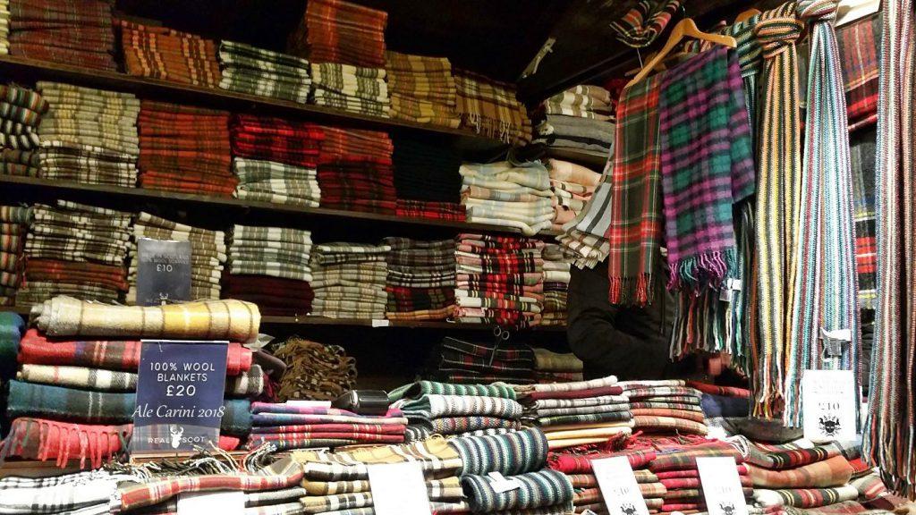 mercatini di edimburgo, sciarpe