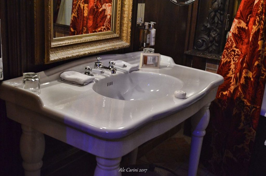 bagno del the witchery, edimburgo