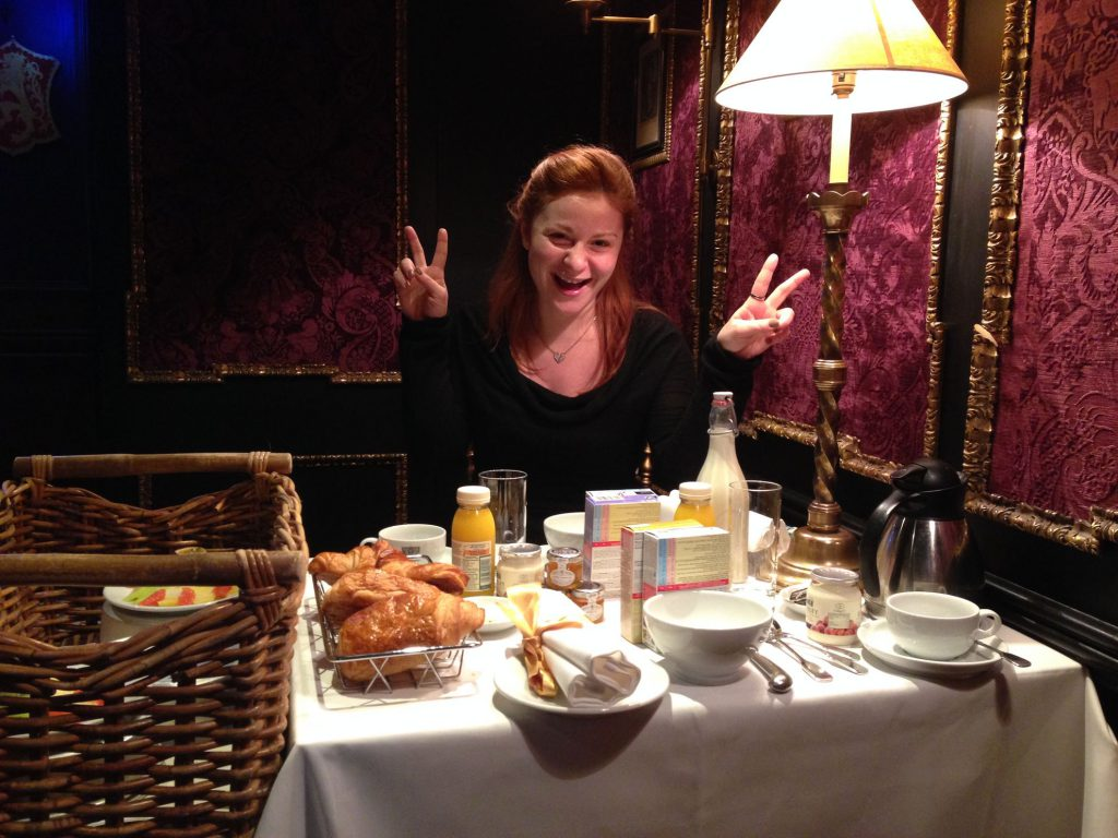 tavolo con colazione, the witchery