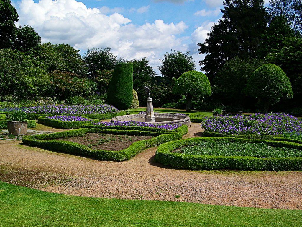 Crathes Castle, giardini
