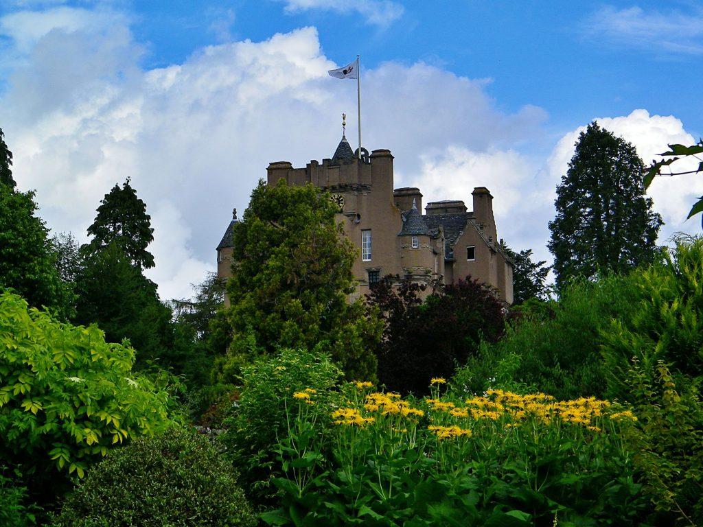 Crathes Castle, dai giardini