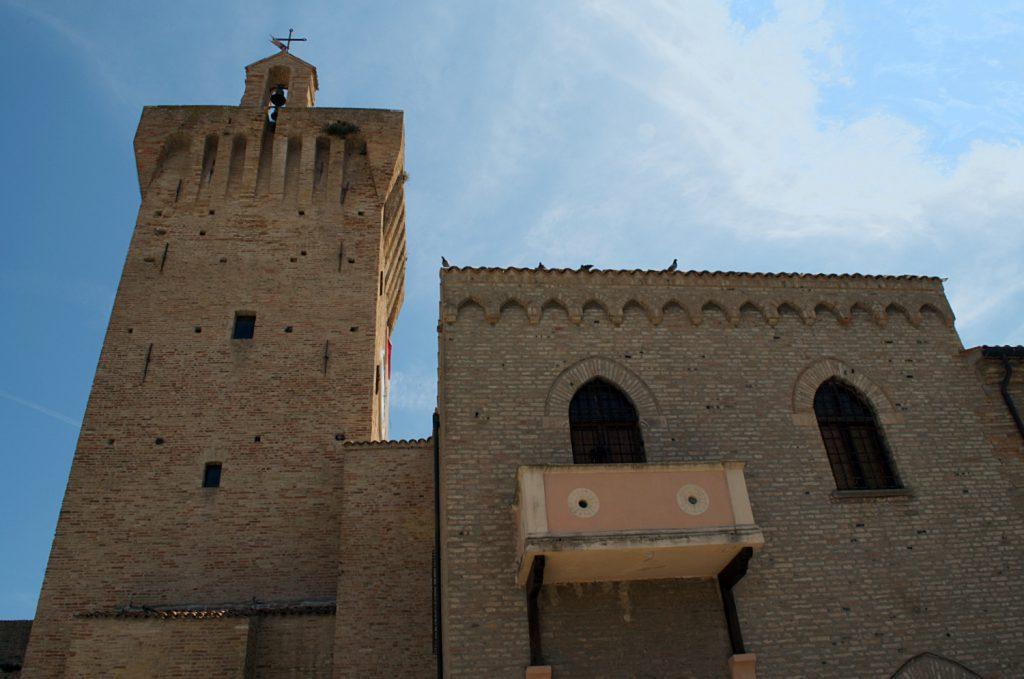 torre e interno arena