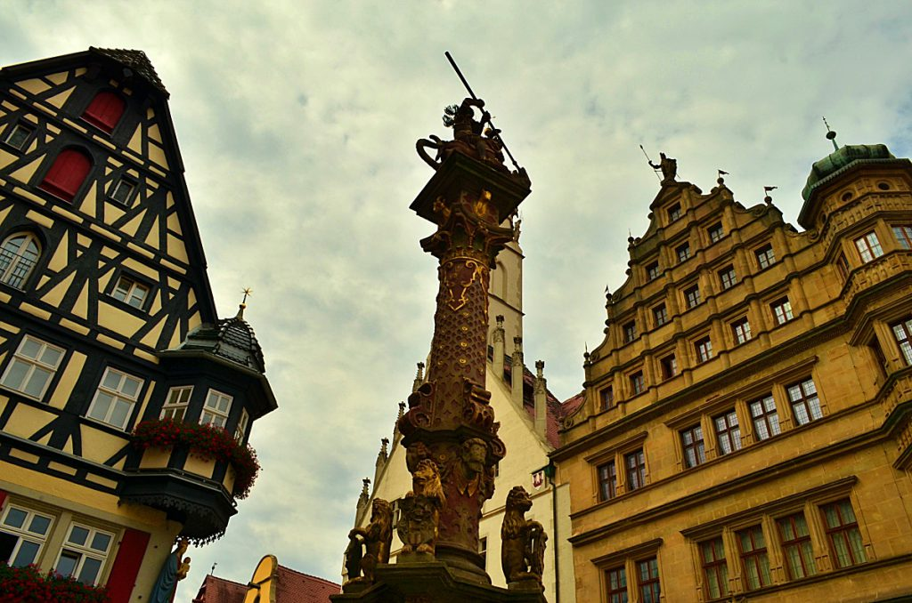 la fontana di san giorgio - Rothenburg - baviera