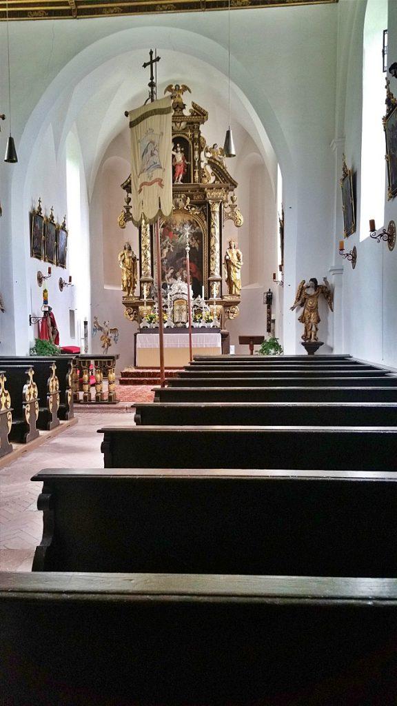 interno chiesa S. Maria