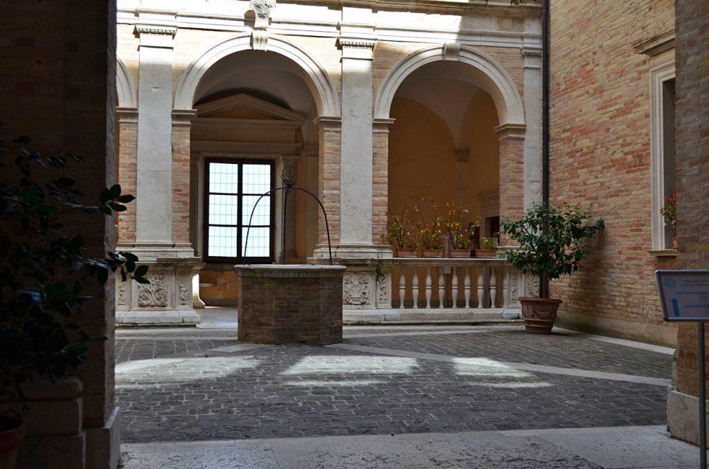 Palazzo Azzolino Fermo - fermo cosa vedere