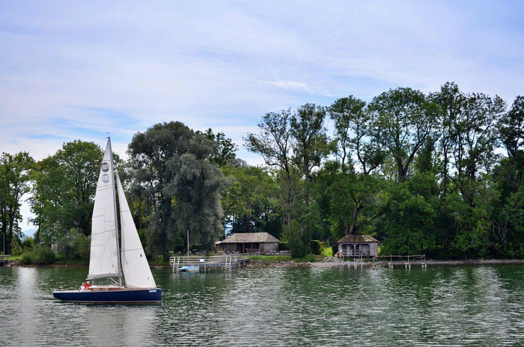 lago chiemsee e chiesa chiusa