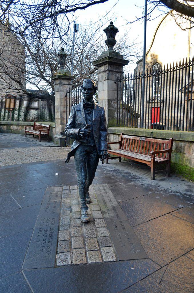 statua di Robert Fergusson - Royal Mile di Edimburgo