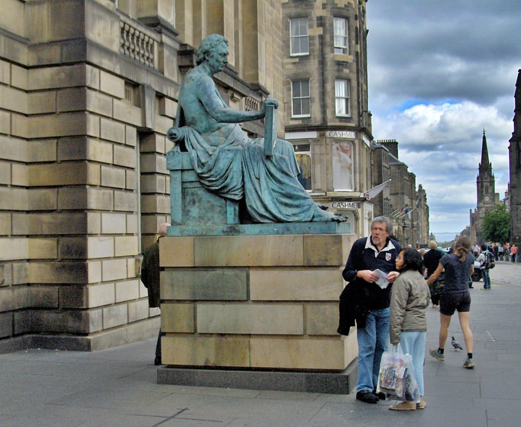 Royal Mile di Edimburgo, statua di Hume - old town