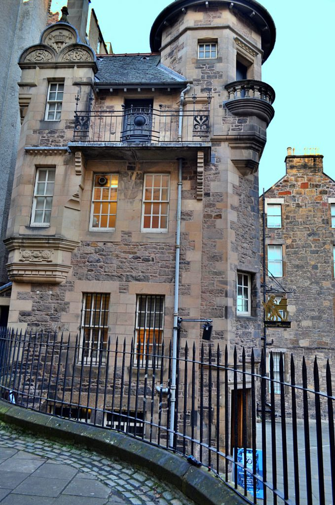 Royal Mile: Lawnmarket/ lady stair's