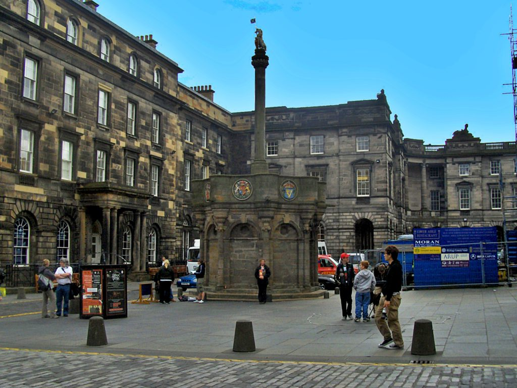 mercat cross, edimburgo