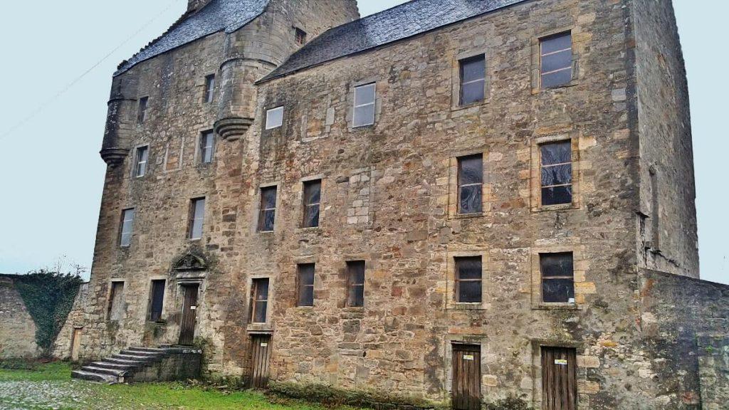 midhope castle, cortile interno e scale
